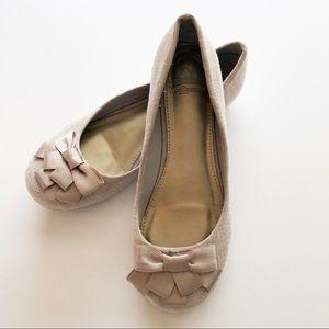 Fergalicious Adele Slip On Flat w/Bows • Size 6